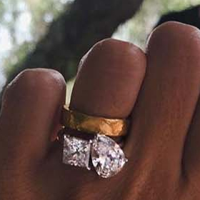 Емили показа пръстена след шест месеца!
