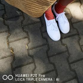 Какво носи редакцията: С бели маратонки и чорапи на райета