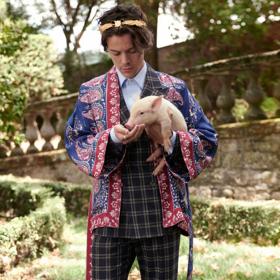 Малки агънца, козички и декоративни прасенца: Хари С. за Gucci
