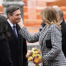 Как го прави Деси Радева: Да забършеш червилото си от бузата на словенския президент