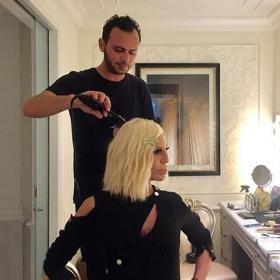 Българинът, който се грижи за косата на Донатела Версаче