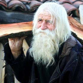 """Уникални архивни кадри и неизлъчвани откровения на """"светеца от Байлово"""" дядо Добри"""