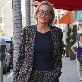 Уличният стил на звездите: На Шарън принта, еспадрилите и цветната чанта