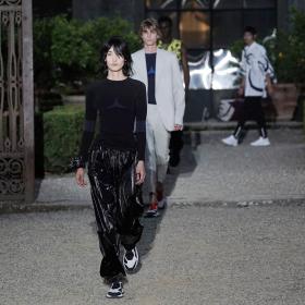 Изкусният тейлъринг среща хъшлашкото усещане в първата мъжка на Келър за Givenchy