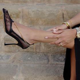 Всички носят: Даниел за Bottega, този път на обувки