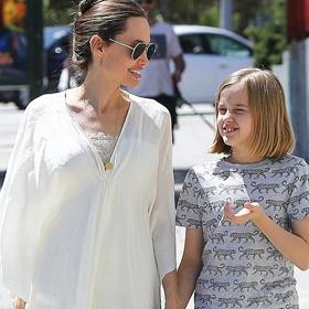 Уличният стил на звездите: Анджелина и Вивиен в Ел Ей