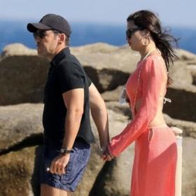 Ваканцията на известните: Адриана и новият й в Миконос