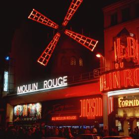 Moulin Rouge отваря лятно кино на покрива си. Всички сме поканени!