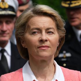 Стилът на Урсула фон дер Лайен - по-зле и от Меркел