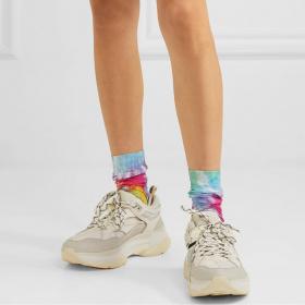 По чорапите ще ни познаете