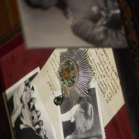 Le Paris Russe de Chanel: 97 божествено скъпи и носталгични по Имперска Русия френски бижута