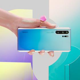 Huawei P30 Pro част от професионалния сет за 5G предаването на живо на първия концерт на вода на Орлин Павлов