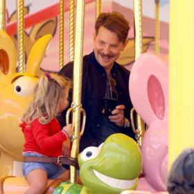 Денят на бащата: Брадли Купър и малката Леа в Дисниленд