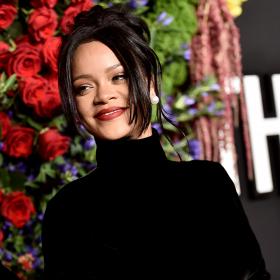 Риана придава нов смисъл на съвършенството в Givenchy Haute Couture