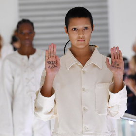 Модел роптае срещу Gucci: