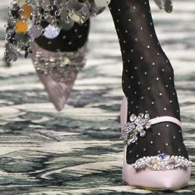 Trend Report: щедро инкрустирани обувки
