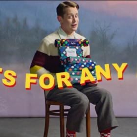 Кой как избра да се рекламира: Маколи Кълкин за Happy Socks