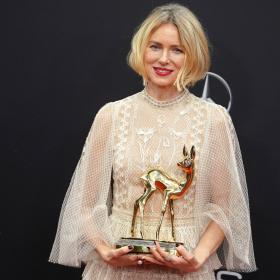 We love: Наоми Уотс в съвършената рокля на Bambi Awards