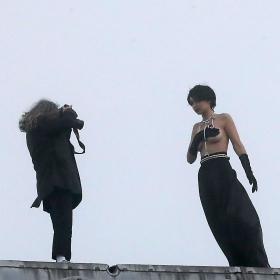 Джиджи Хадид топлес за Chanel