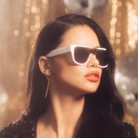 Адриана Лима извади колекция слънчеви очила, нелоши, междувпрочем