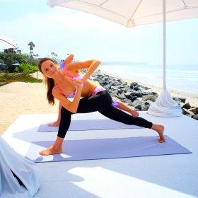 We love: 30 дни лека йога с Ейдриън