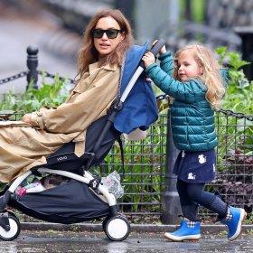 Ирина и малката Леа - под дъжда танцували, пеели, лудували