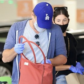 Карантината на известните: Лео и Камила - сладка двойка на шопинг в LA