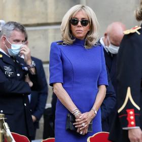 Да или Не: за кралскосинята рокля на Бриджит Макрон?