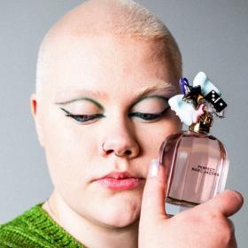 Пухкава, самоуверена и откровена: новата звезда в кампанията на Marc Jacobs