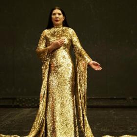 Рикардо Тиши облече Марина Абрамович като Калас