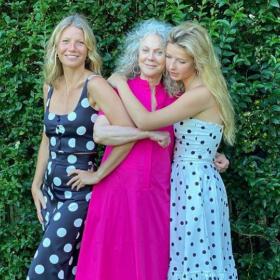 We love: мама, баба и внуче