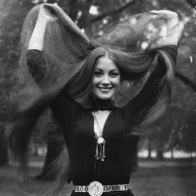 Най-красивите прически на 70-те: от къдрици до супер прави хипи коси