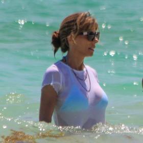 Ваканцията на известните и Уау! за 52-годишната госпожа Сталоун в бикини