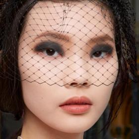 Матов грим и дръзки погледи - Лучия Пика и визията й за Шанел