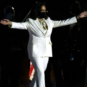Стилът на Вицепрезидента: Камала Харис, белият костюм и още