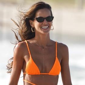 Oh, gosh: оооранжево е всичко или поне бикините на ТАЗИ бразилка