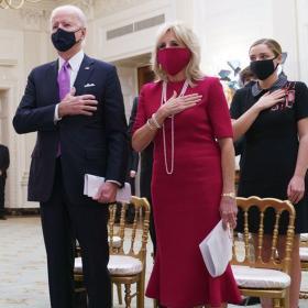Джил Байдън в Брандън Максуел в първия си ден в Белия дом