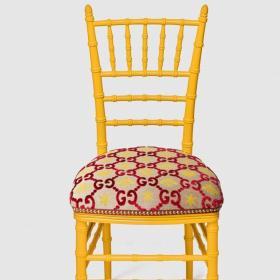Не червен диван, а жълт стол