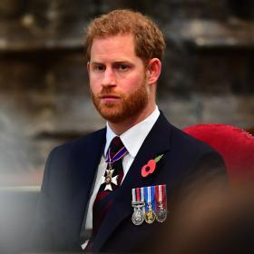 Принц Хари пристигна във Великобритания за погребението на принц Филип без Меган Маркъл