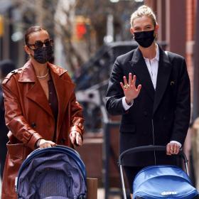 Красиво майчинство: Ирина Шейк и Карли Клос с дечицата из Ню Йорк