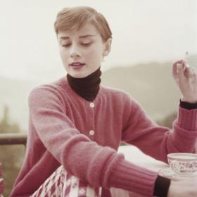 Fashion Starter: Одри Хепбърн в 32 кадъра легендарен ежедневен стил