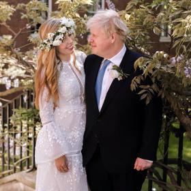 Меденият месец на младоженците Борис и Кари Джонсън