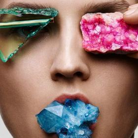 Crystal Magic 101: Полудяваме по кристали като Вики Бекъм, Адел, Наоми и другите...