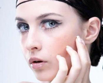 Български модел е сниман за каталог на козметичен гигант