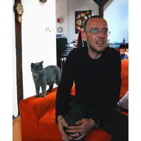 От архива на ViewSofia: Дим Дуков – за аксесоарите, цената на имиджа и някои лични неща. Поклон пред паметта му!