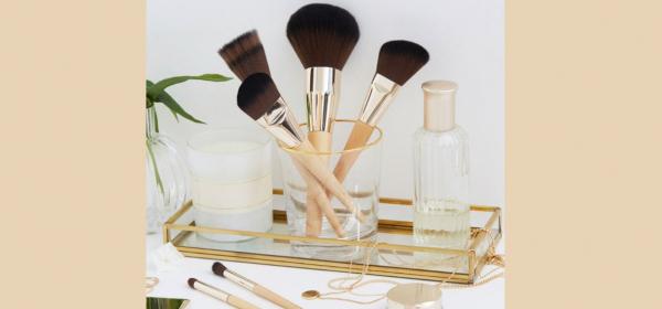 Clarins с изненада за makeup junkie-тата