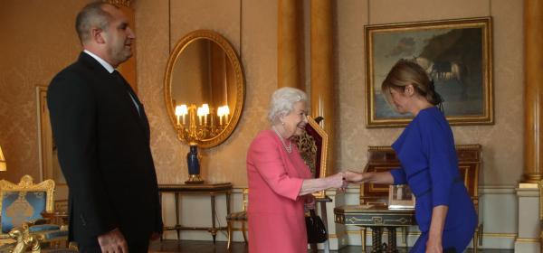 Да или Не: Кралското синьо на Деси Радева?
