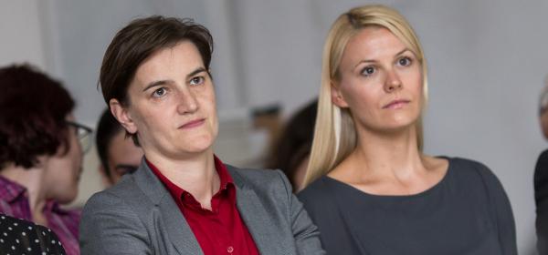 Сръбският премиер Ана Бърнабич и партньорката й станаха родители