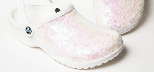 Да или Не: Да се омъжиш в бели Crocs? Не светят в тъмното
