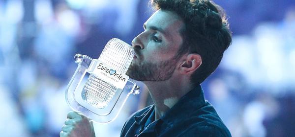 Кой и какъв е Дънкън Лорънс освен победител в Евровизия 2019?